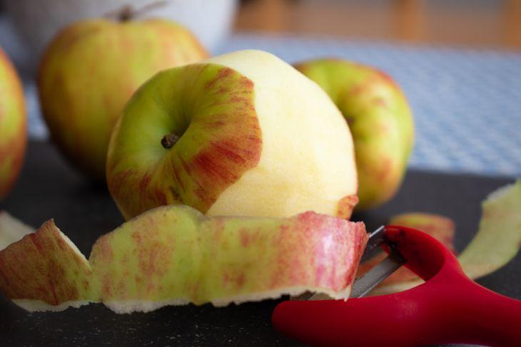 腸胃功能不佳,建議將蘋果煮過